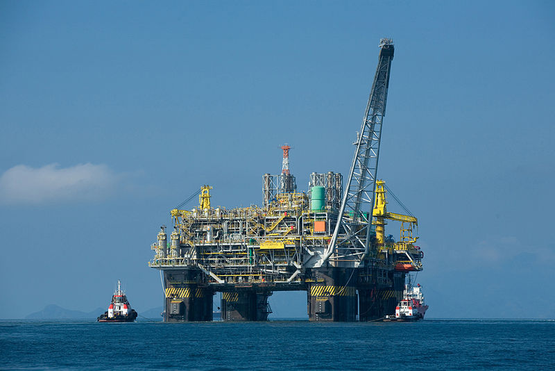 Oil_platform_By_Divulgacao_Petrobras__[CC-BY-SA-3.0_(http_creativecommons.org_licenses_by-sa_3.0)]_via_Wikimedia_Commons